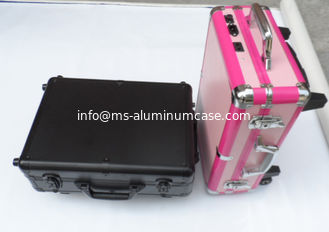 China Custom Black & Pink Makeup Cases With Light For Makeup supplier